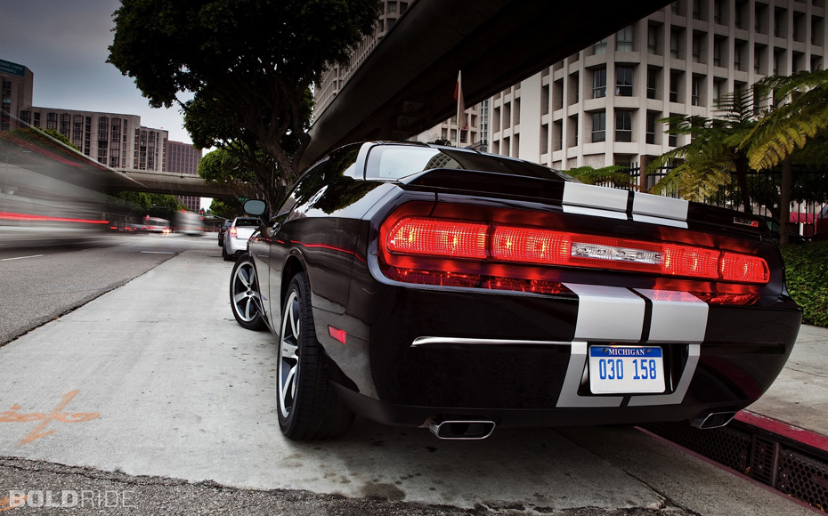 2014-Dodge-Challenger-SRT-8-Rear