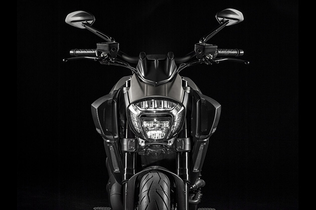 2015-Limited-Edition-Ducati-Diavel-Titanium-3