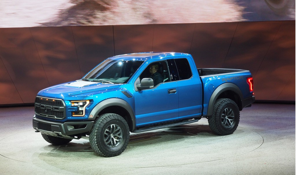 2017 ford f 150 raptor revealed with ecoboost v 6 and 10 speed auto muscle horsepower. Black Bedroom Furniture Sets. Home Design Ideas