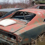 1968_Dodge_Charger_junkyard