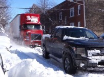 Ford F-150 rescues stuck semi in snowbound Chicago