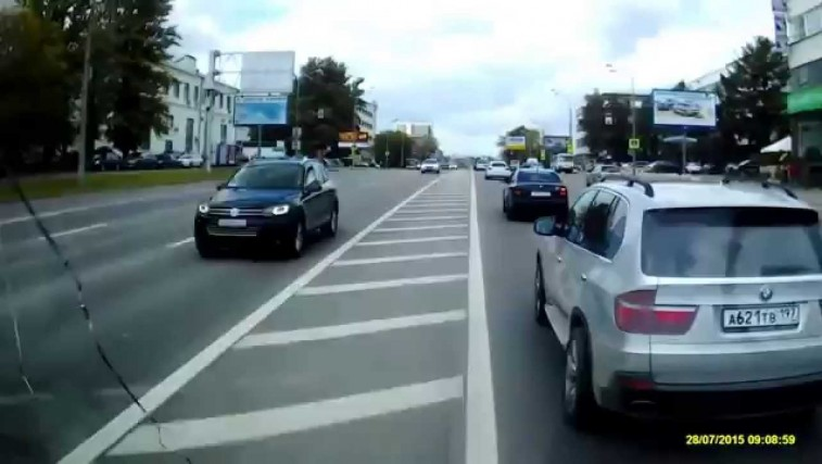 bmw-driver-wont-let-ambulance