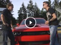2015 Dodge Challenger Hellcat vs 1971 Dodge Challenger