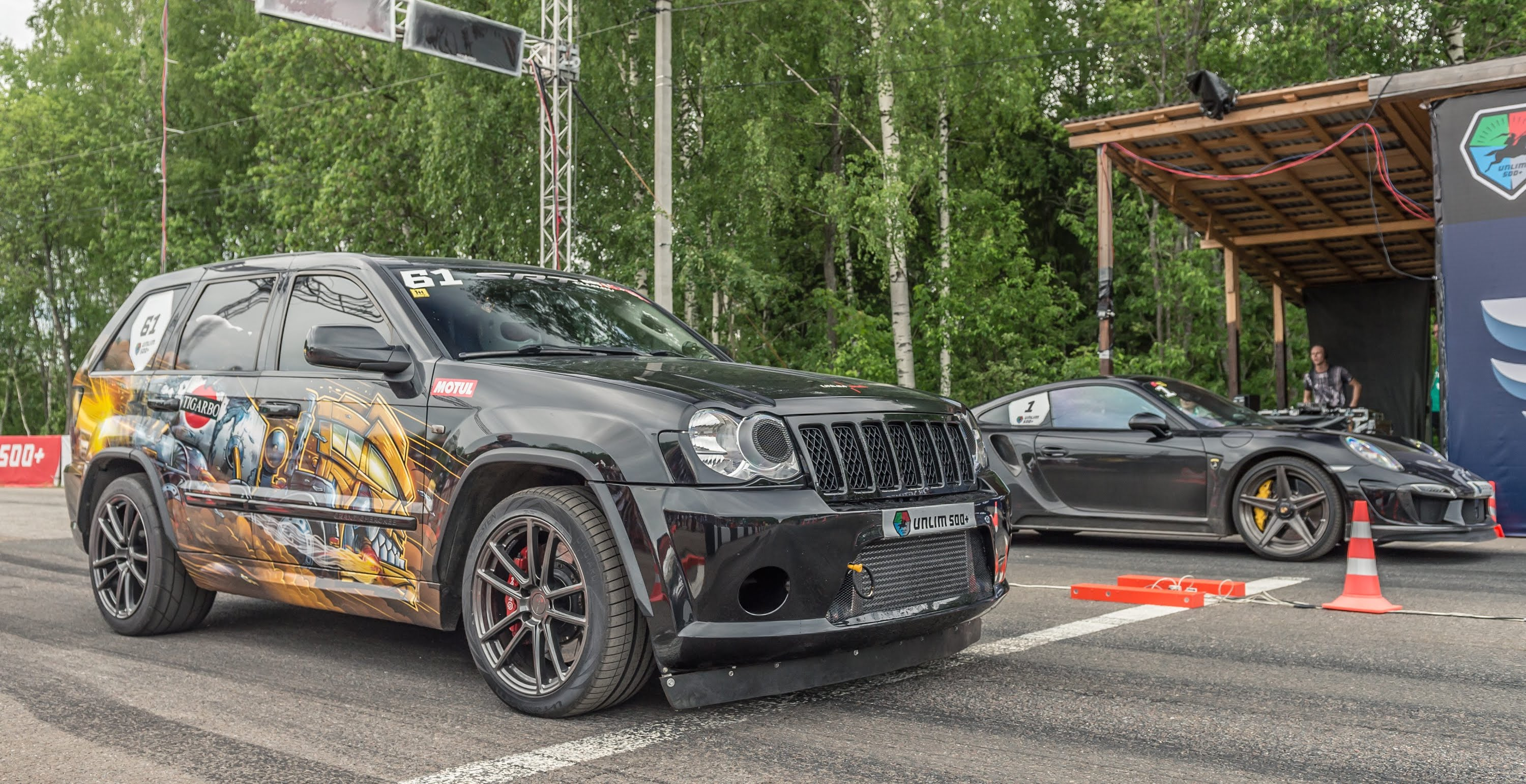 Jeep SRT8 Twin-Turbo Vs Porsche 911 Turbo S