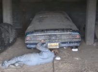 1979-camaro-comes-out-of-a-barn-after-21-years-and-it-still-runs