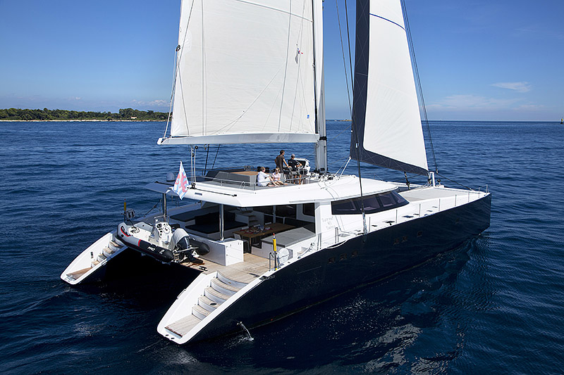 catamarans,5,sunreef-80-carbon-line-exterior-02