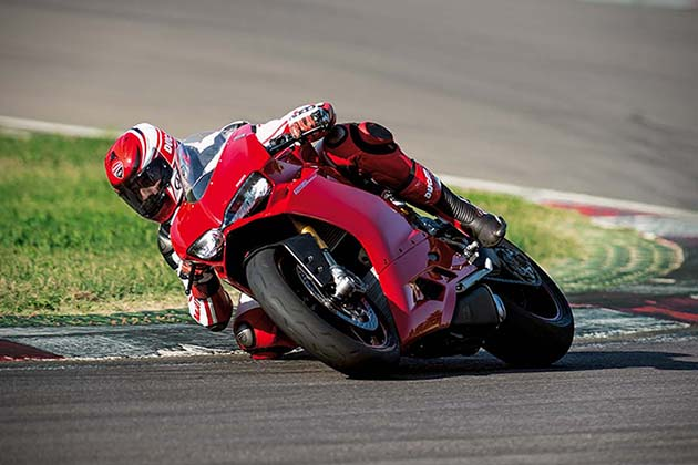2015-Ducati-1299-Panigale-Superbike-7