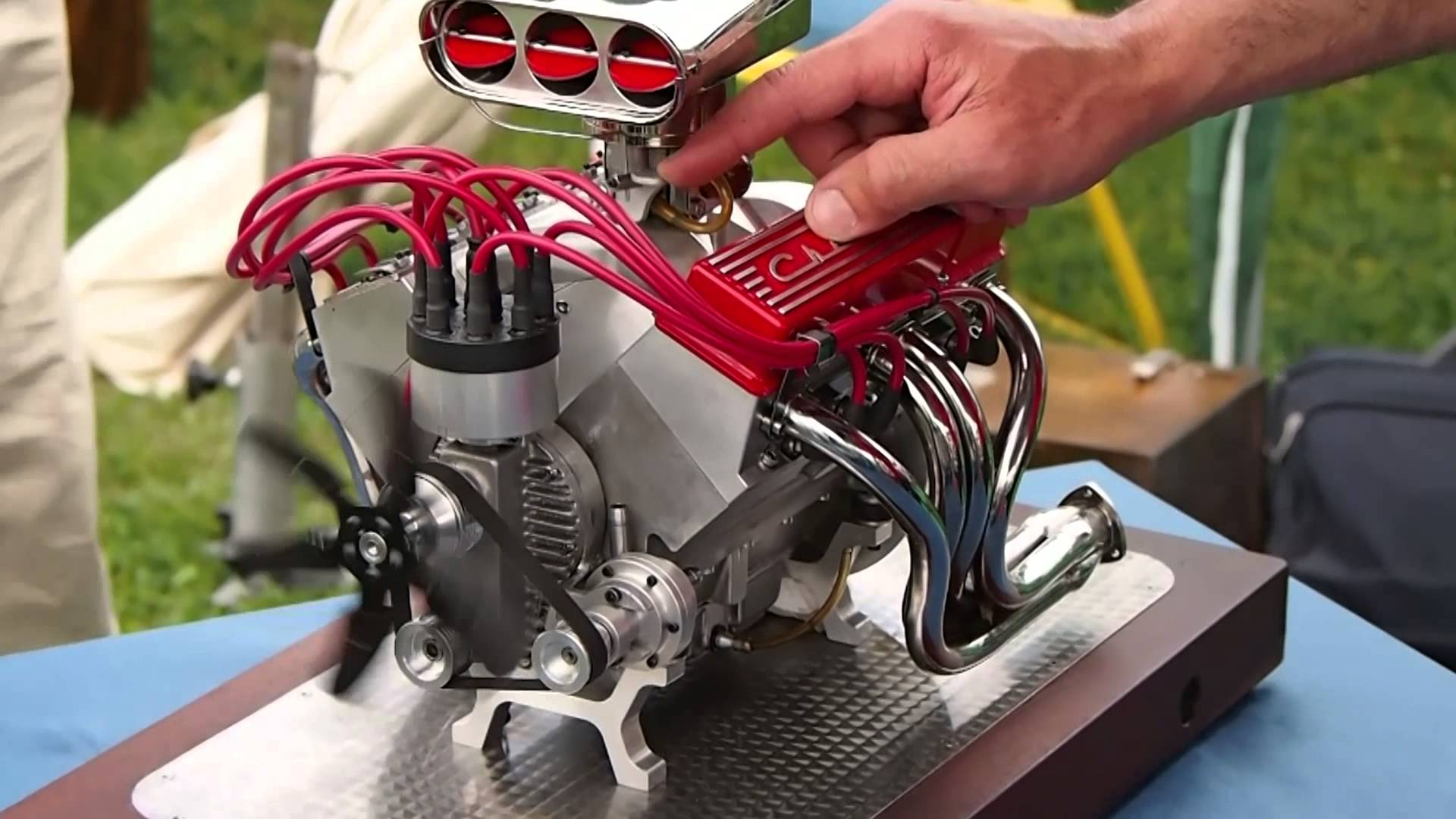 Mini CNC 4-axis and Miniature Chevrolet V8