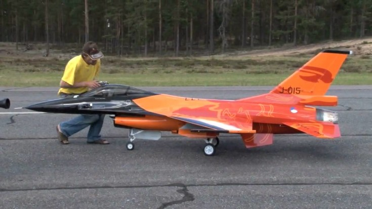 awesome-1-4-scale-model-rc-of-the-jet-f-16-8220-fighting-falcon