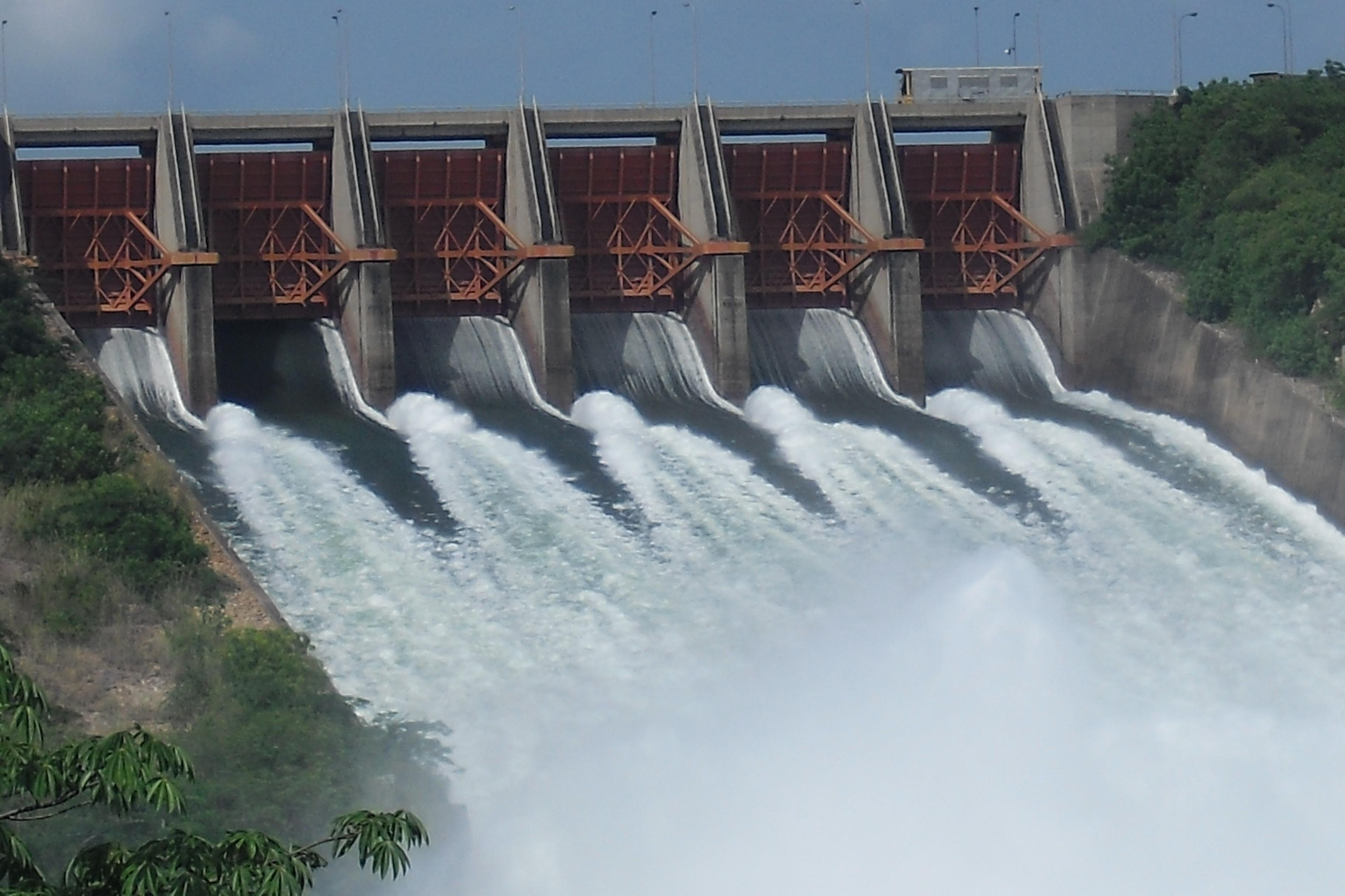 akosombo_dam_is_spilling_water_ghana